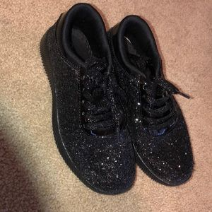 Other - Girls glitter tennis shoes black size 4